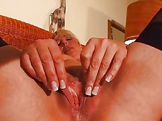 mature blond enjoys her own body dbm video