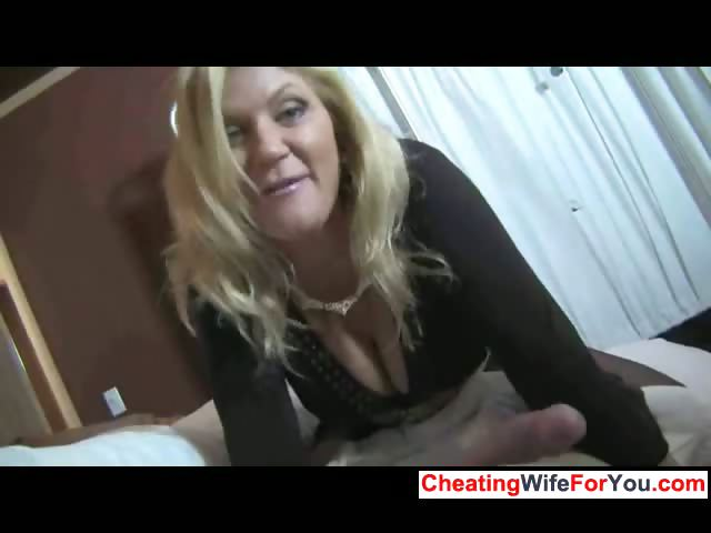 sexy milf gives great cook jerking