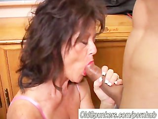 marvelous mature chick gives a fellatio lesson
