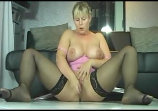busty blonde d like to fuck squirts fountains