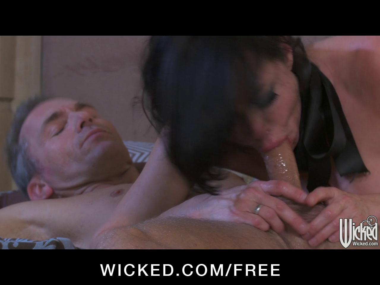 squirting queen veronica avluv loves perspired