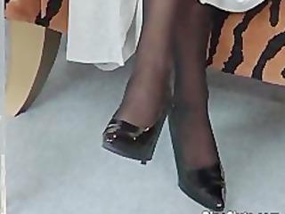 mature slut in stockings use big sextoy