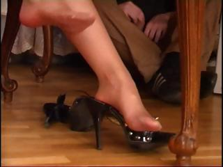 brunette mother i in pantyhose gets her feet