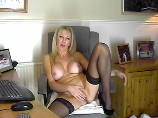 hawt mama in nylons showing her bawdy cleft