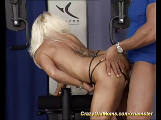 my horny muscle mommy