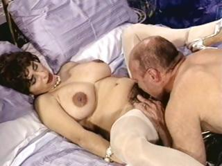 breasty brunette mature with hirsute pussy trades