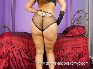 large booty latin chick scarlett - shakes her