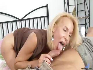 aged cougar fucks man