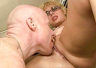 mature amateurs pissing and fucking