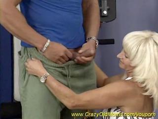 sporty muscle mama