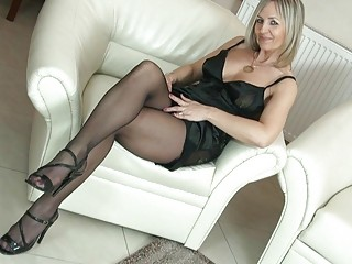 hawt blond d like to fuck in pantyhose uncovers