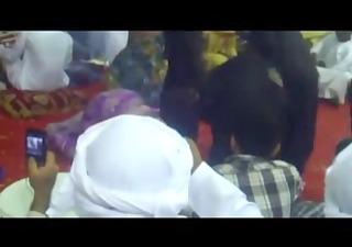 omg! thick arab women twerking! (must watch)