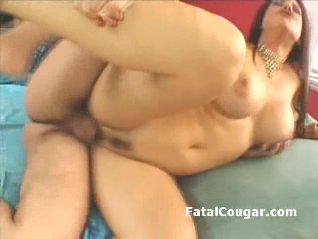 big tits slutty cougar drilled by dude
